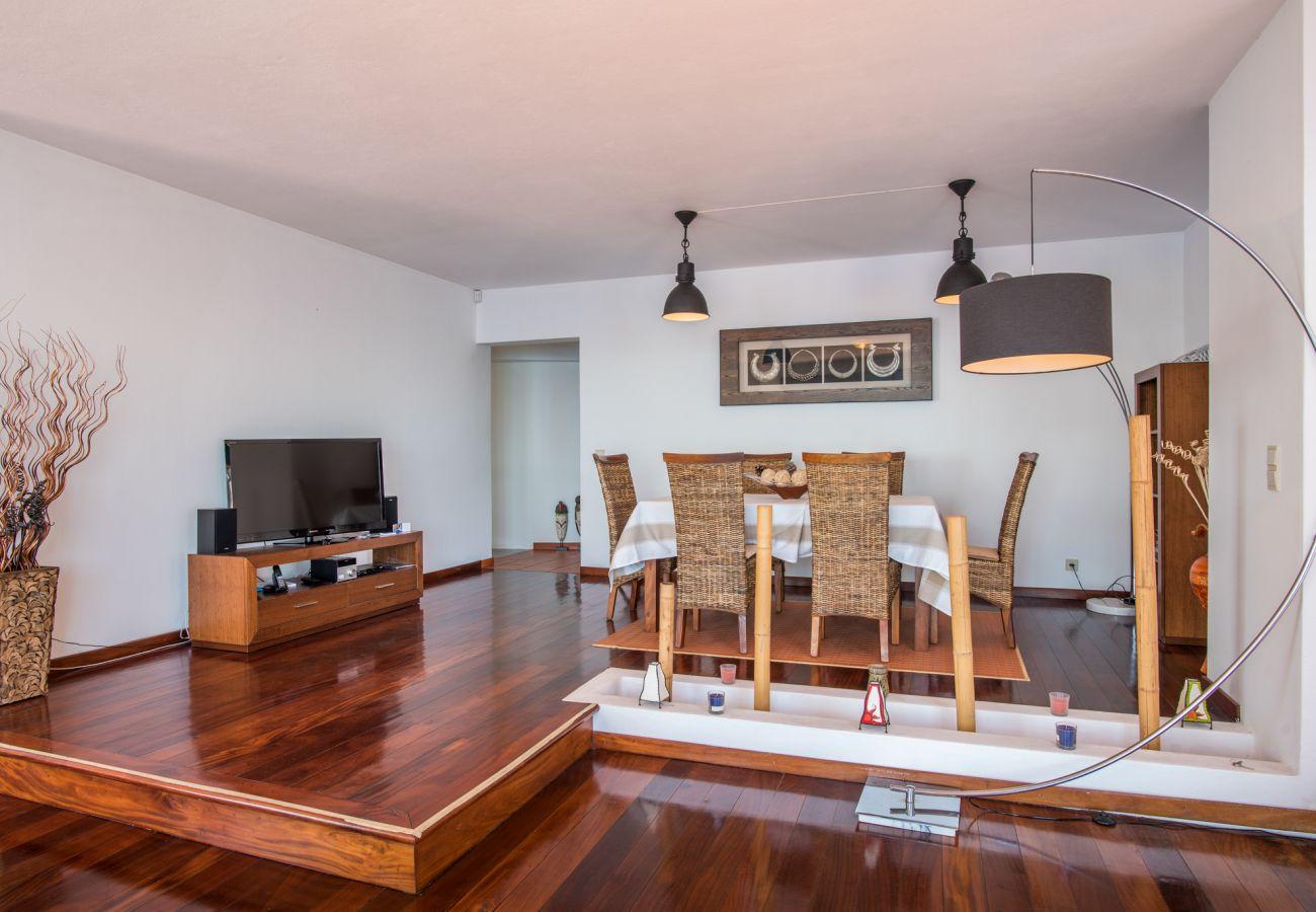 Villa em Caniço - VIVENDA DA ESQUINA - by MHM