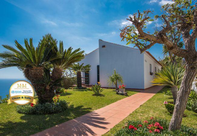 Villa/Dettached house in Caniço - VIVENDA DA ESQUINA - by MHM